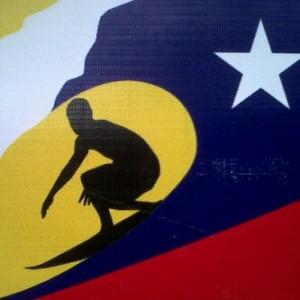 Le logo de la planche de surf au couleur du Venezuela