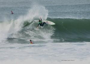José sur une vague de la plage des Cavaliers à Anglet