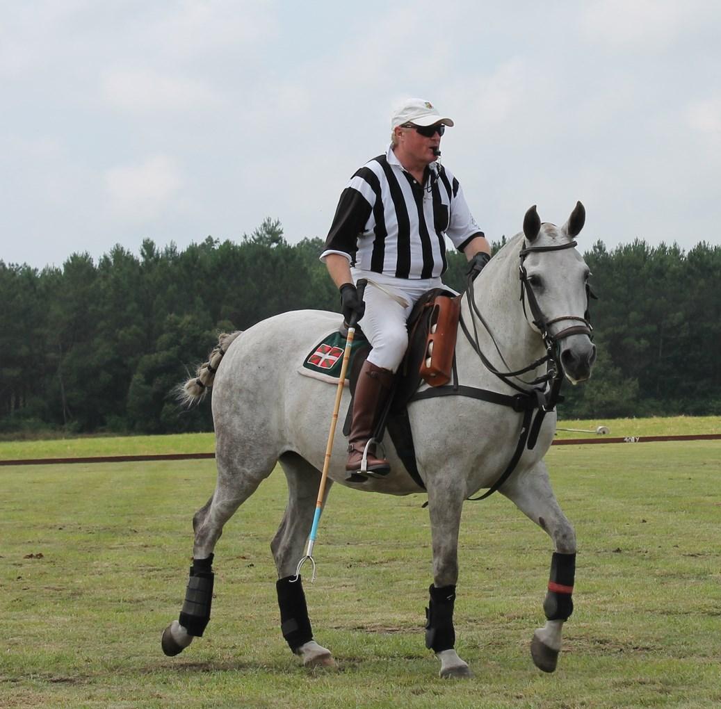 L'arbitre du tournoi, Jean Labastie (crédit: Yanik)