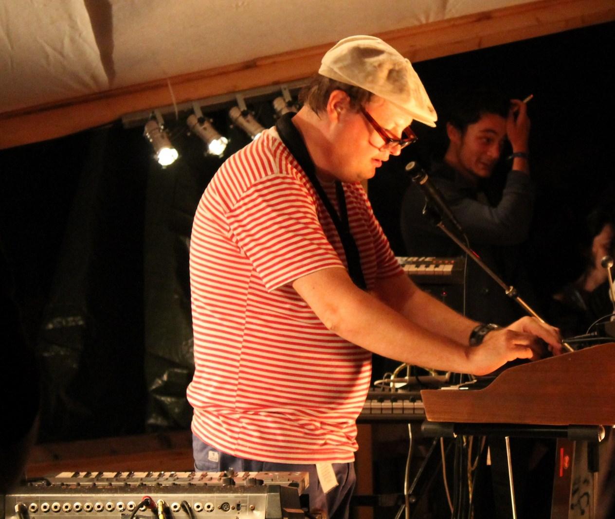 Etienne Jaumet, le précurseur multi instrumentiste (Crédit: Yanik)