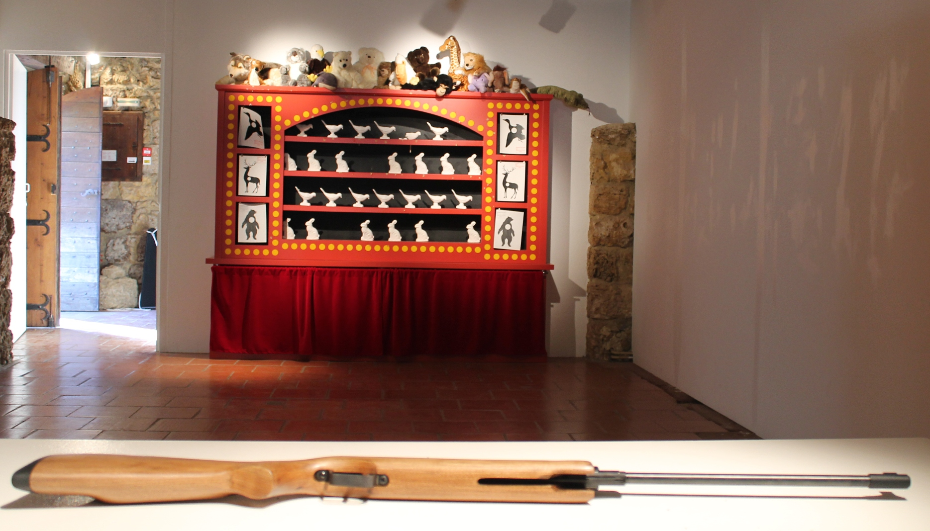 "Mark Dion ""The shooting gallery"" 2010 (crédit: Yanik)"