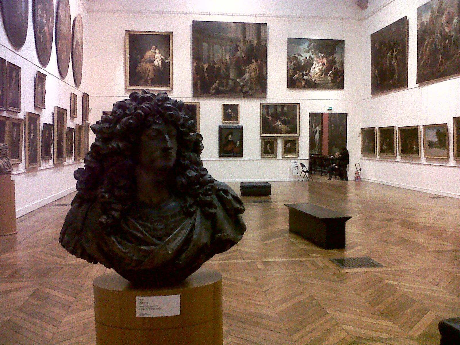 """""""Louis XIV"""" par Marc Arcis règne sur le salon blanc (Yanik)"""