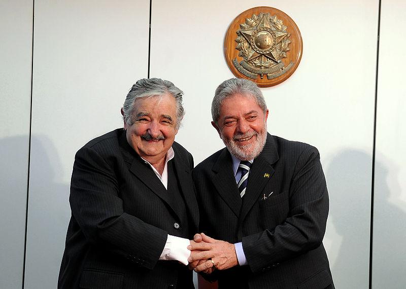 Mujica avec l'ancien président brésilien Lula (source: wikipedia)