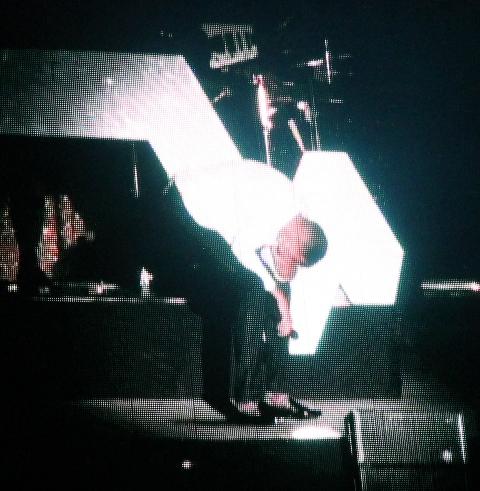 """Stromae dans l'interprétation de """"Formidable"""" (Yanik)"""