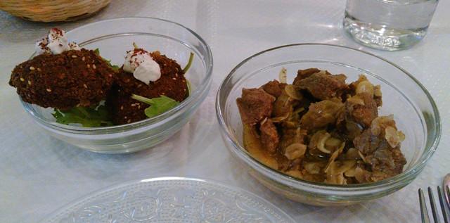 Servis en mezzes, les falafels (gauche) et le confit d'agneau (Yanik)