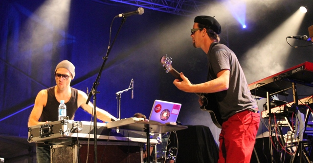 Flox face à son bassiste uruguayen (Yanik)