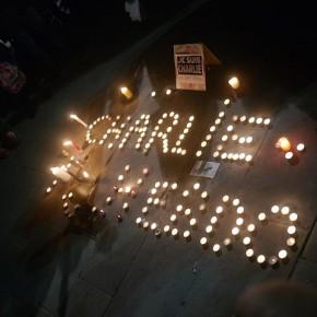 Rassemblement_de_soutien_à_Charlie_Hebdo_-_7_janvier_2015_-_Toulon_-_P1980313